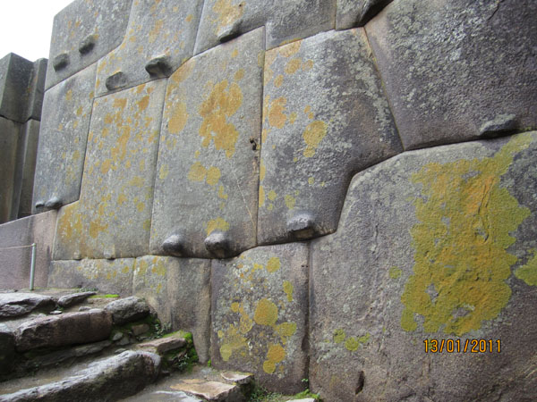 Projections on blocks in Ollantaytambo