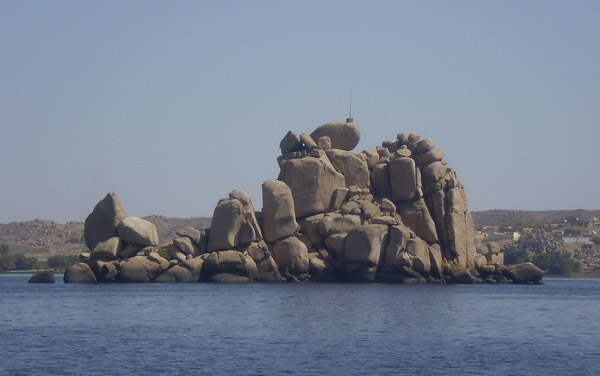 Granite outcrops in the mainstream of the Nile