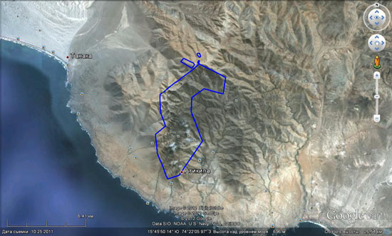 The reservation Lomas de Atiquipa. The oasis itself is circled by a blue line
